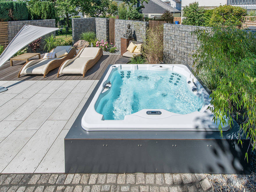 outdoor pool and hot tub spa 16