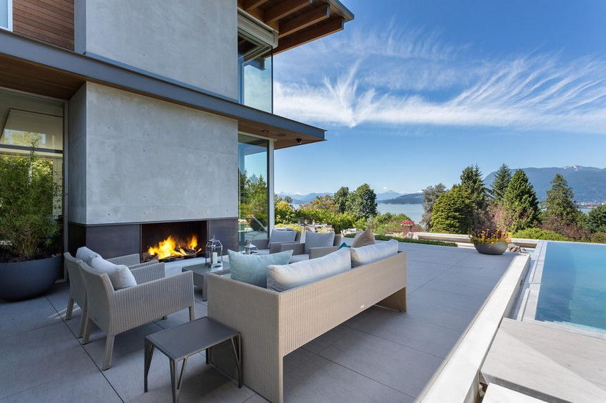 outdoor living spaces with fireplace (49)